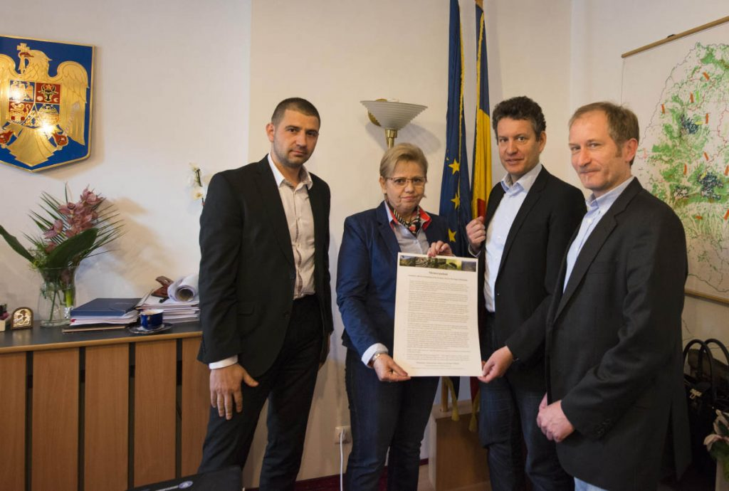 Bucharest / Romania: Handover of the Memorandum of Scientists for Protection of the Primary Forest Heritage of Romania to Adriana Petcu, Minister for Water and Forests (center) by Gabriel Schwaderer (CEO EuroNatur,, 2nd from right), Gabriel Paun (CEO Agent Green; left) and Matthias Schickhofer (forest advocat and journalist; right).